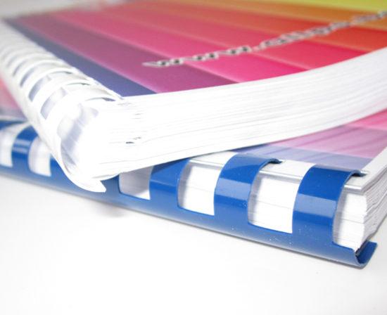 brochures anneaux plastiques 1